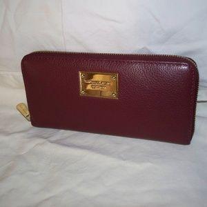 Michael Kors Bedford Pebbled Leather ZA Wallet EUC